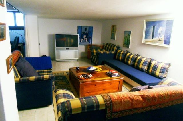 grand salon meublé en bleu