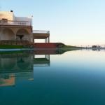 villa de luxe vue sur piscine et mer