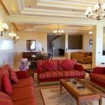 grand salon avec trois ambiances