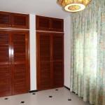 chambre avec placard en bois