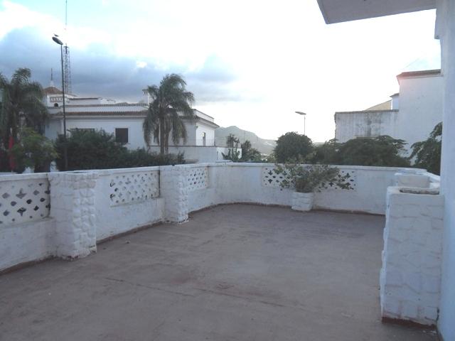 villa avec grand toit
