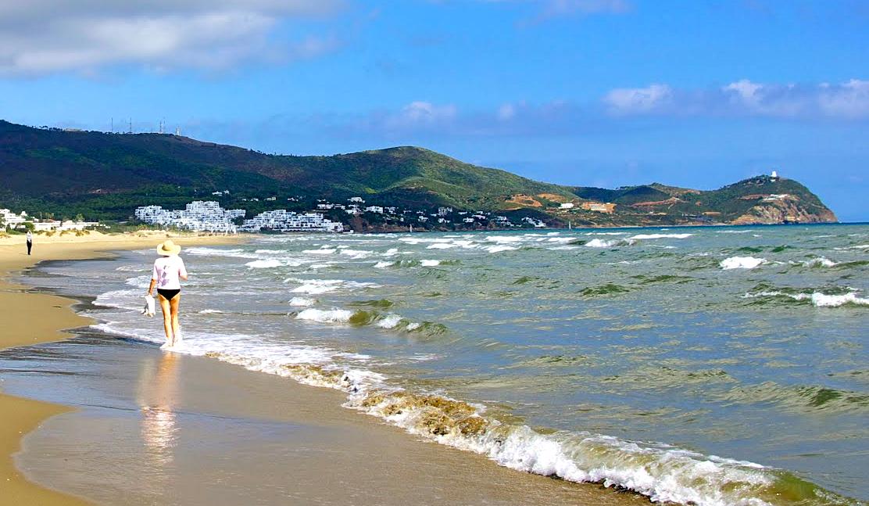 une belle vue vers la plage de cabo negro