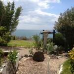 Grand jardin avec belle vue sur la mer