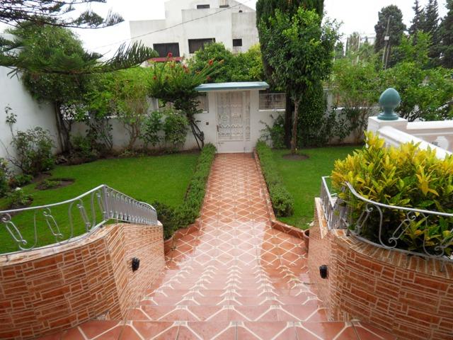 l'entrée principale de la villa a vendre